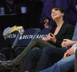Эммануэль Шрики, фото 1686. Emmanuelle Chriqui attends the Los Angeles Lakers vs. Memphis Grizzlies NBA game in LA - 08.01.2012, foto 1686