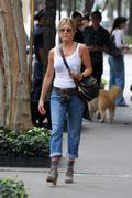 http://img283.imagevenue.com/loc410/th_738385133_728434655_jenniferaniston_nyc_280911_003_122_1_122_410lo.jpg