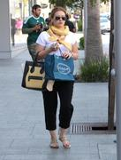 http://img283.imagevenue.com/loc438/th_028315766_Hilary_Duff_Shopping_in_Beverly_Hills22_122_438lo.jpg