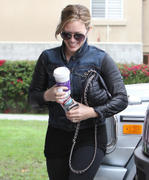 http://img283.imagevenue.com/loc466/th_697056386_Hilary_Duff_at_V_Pilates_in_Toluca_Lake5_122_466lo.jpg
