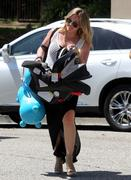 http://img283.imagevenue.com/loc513/th_047958745_Hilary_Duff_head_to_a_baby_shower_for_a_friend4_122_513lo.jpg