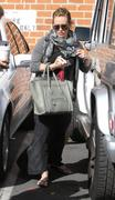 http://img283.imagevenue.com/loc560/th_986982598_Hilary_Duff_has_coffee_date_with_friend_in_Studio_City2_122_560lo.jpg